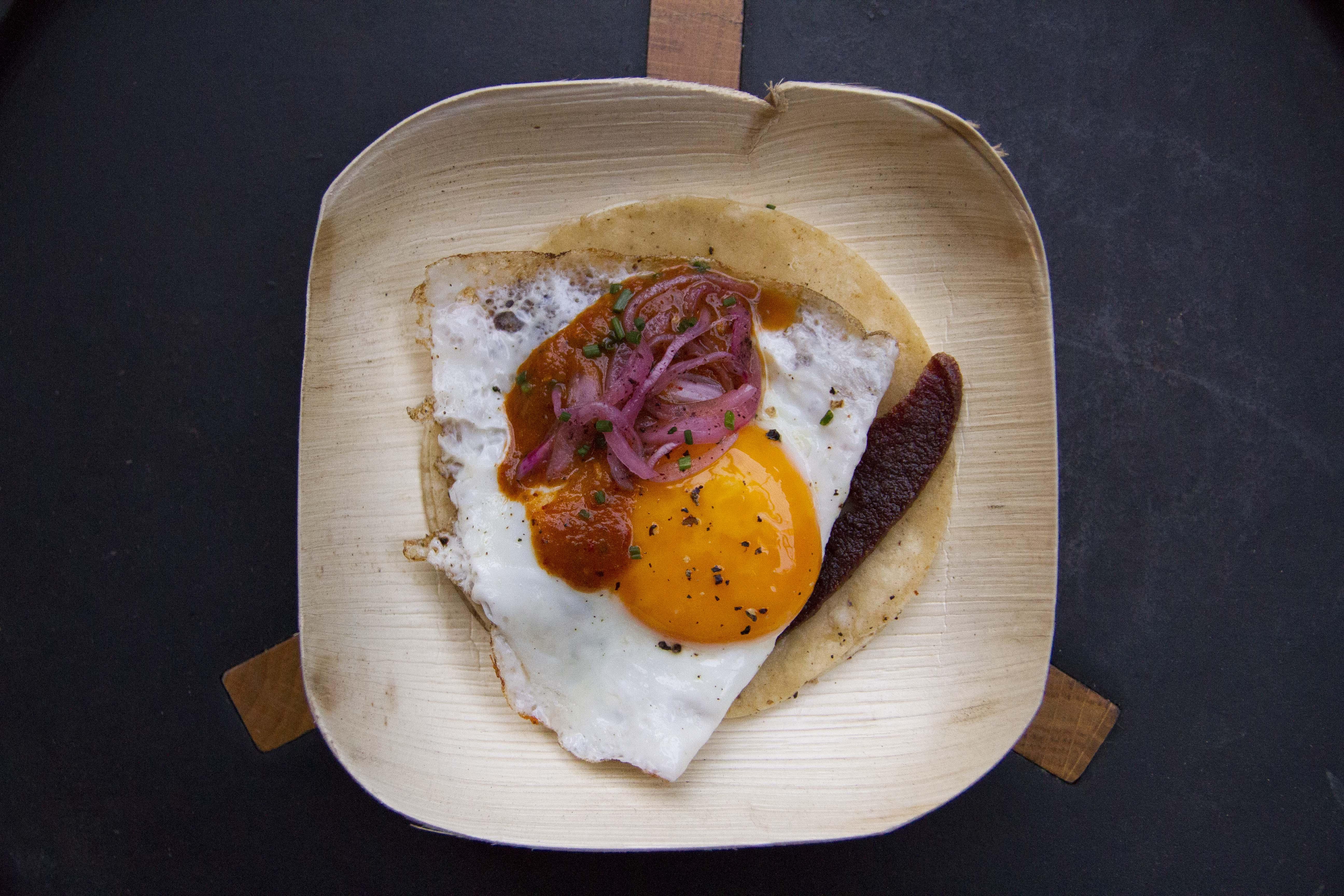 http://blog-assets.foodpairing.com/2015/10/Guerrilla-Fried-Egg-Pickled-Onions-Sujuc.jpg