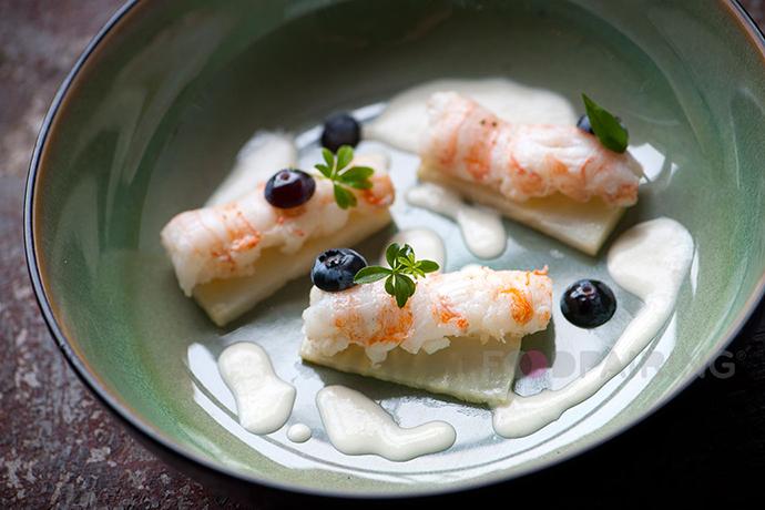 http://blog-assets.foodpairing.com/2016/04/690-FP-Blueberry-langoustine.png