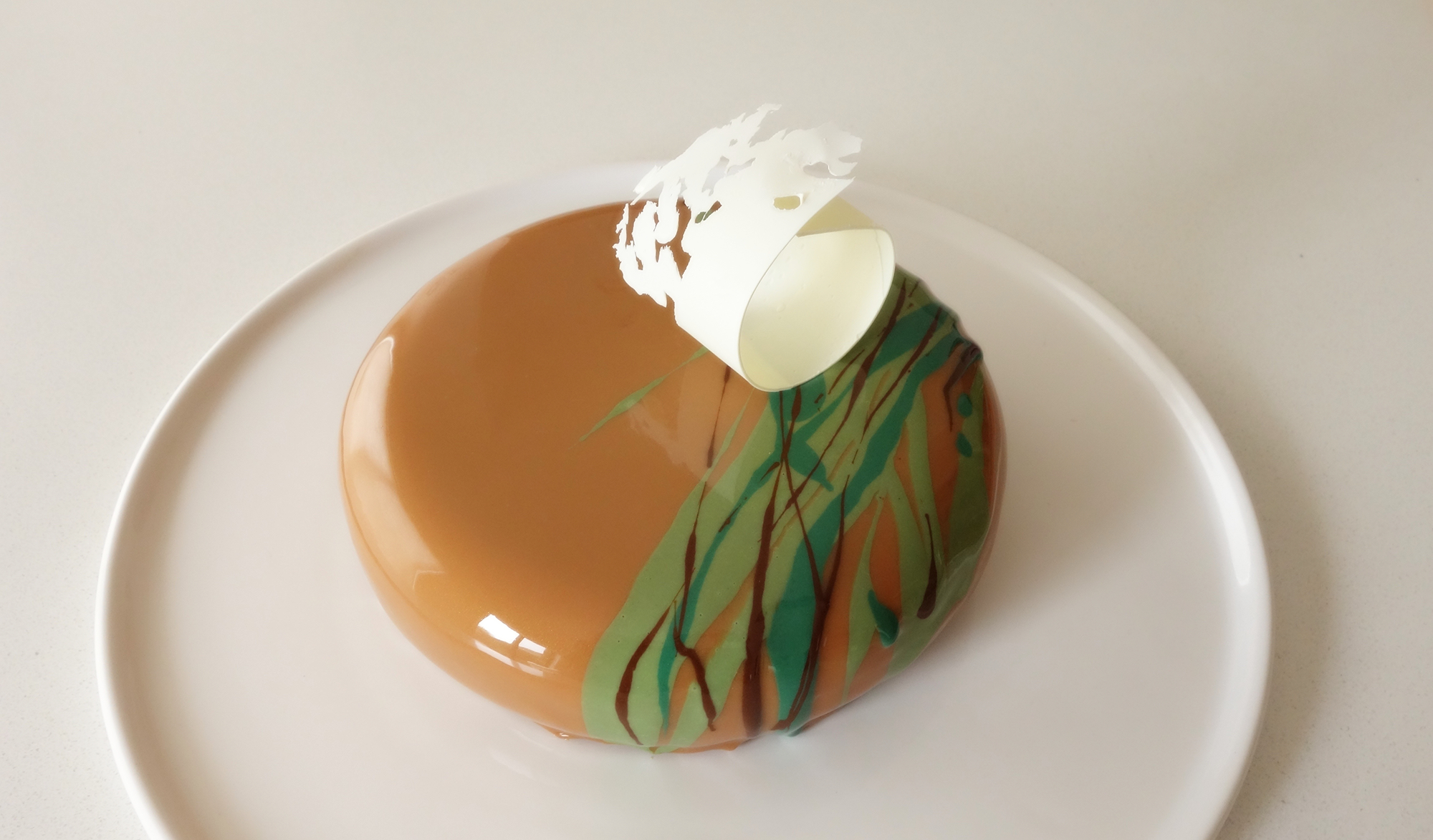 http://blog-assets.foodpairing.com/2016/11/Elaine-Young-Pistachio-Cardamom-Saffron-White-Choco-Entremet.png